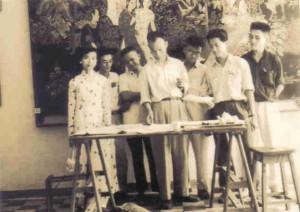 Avec ses élèves de l'École de Gia-Dinh, 1954